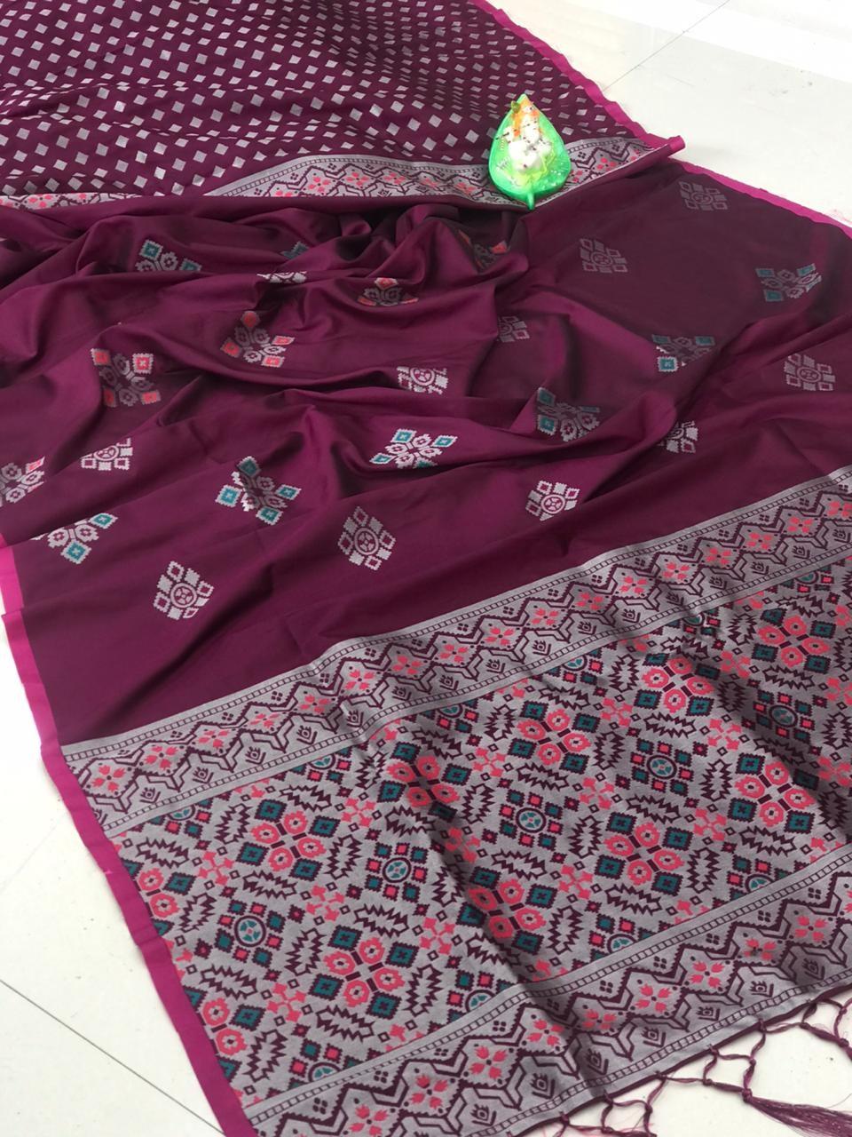 Beautiful Purple Soft And Silky Litchi Silk Saree dvz0002321