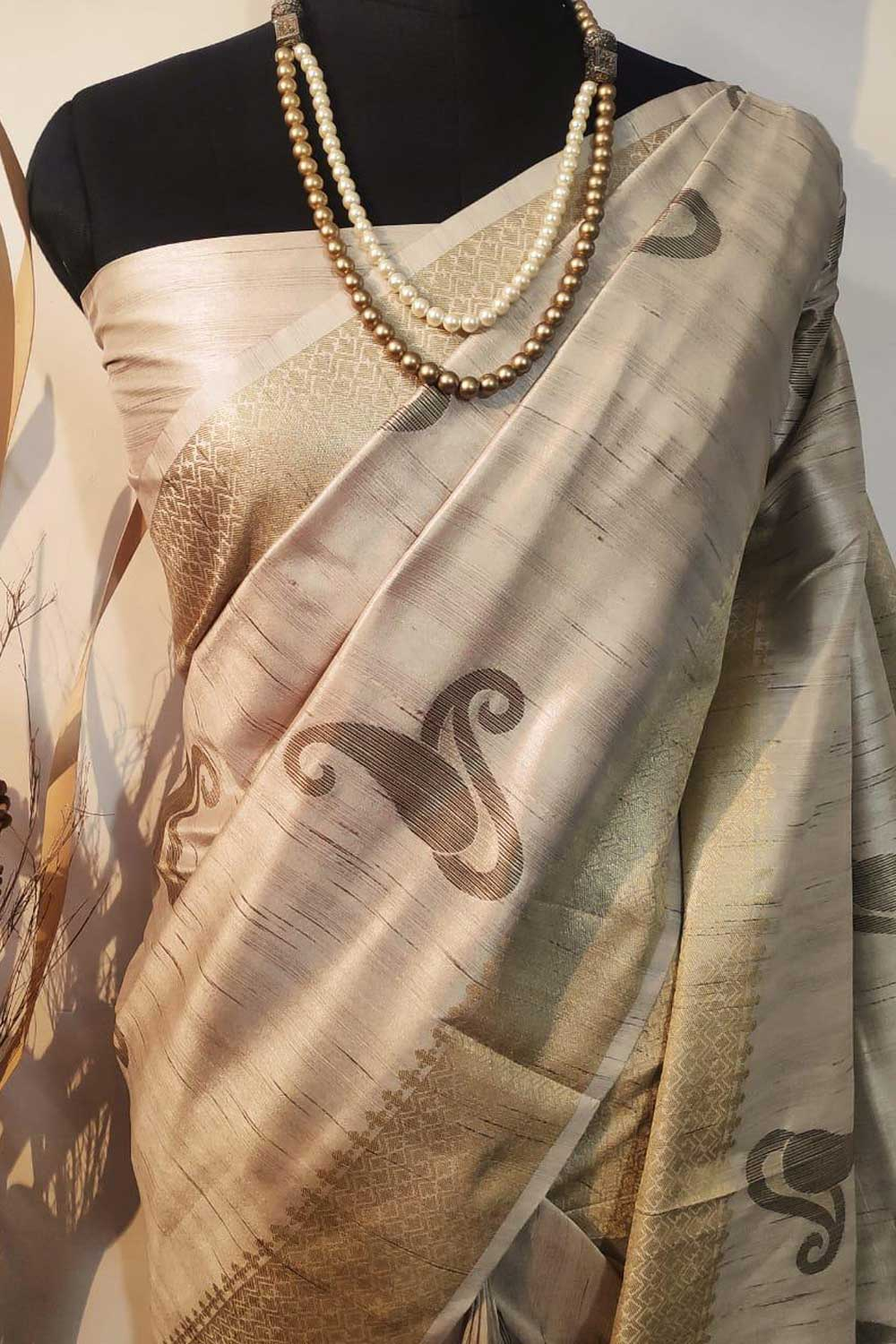 Beige Soft mulberry silk weaving saree with exclusive zari woven butta and pallu with matching blouse piece dvz0001009-2
