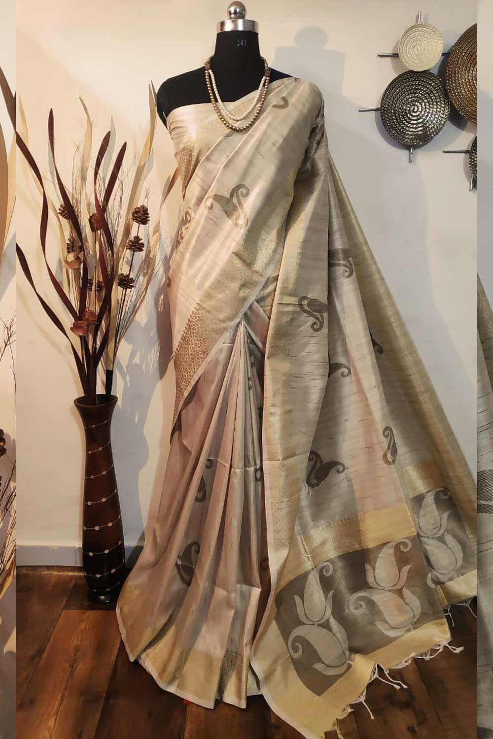 Beige Soft mulberry silk weaving saree with exclusive zari woven butta and pallu with matching blouse piece dvz0001009