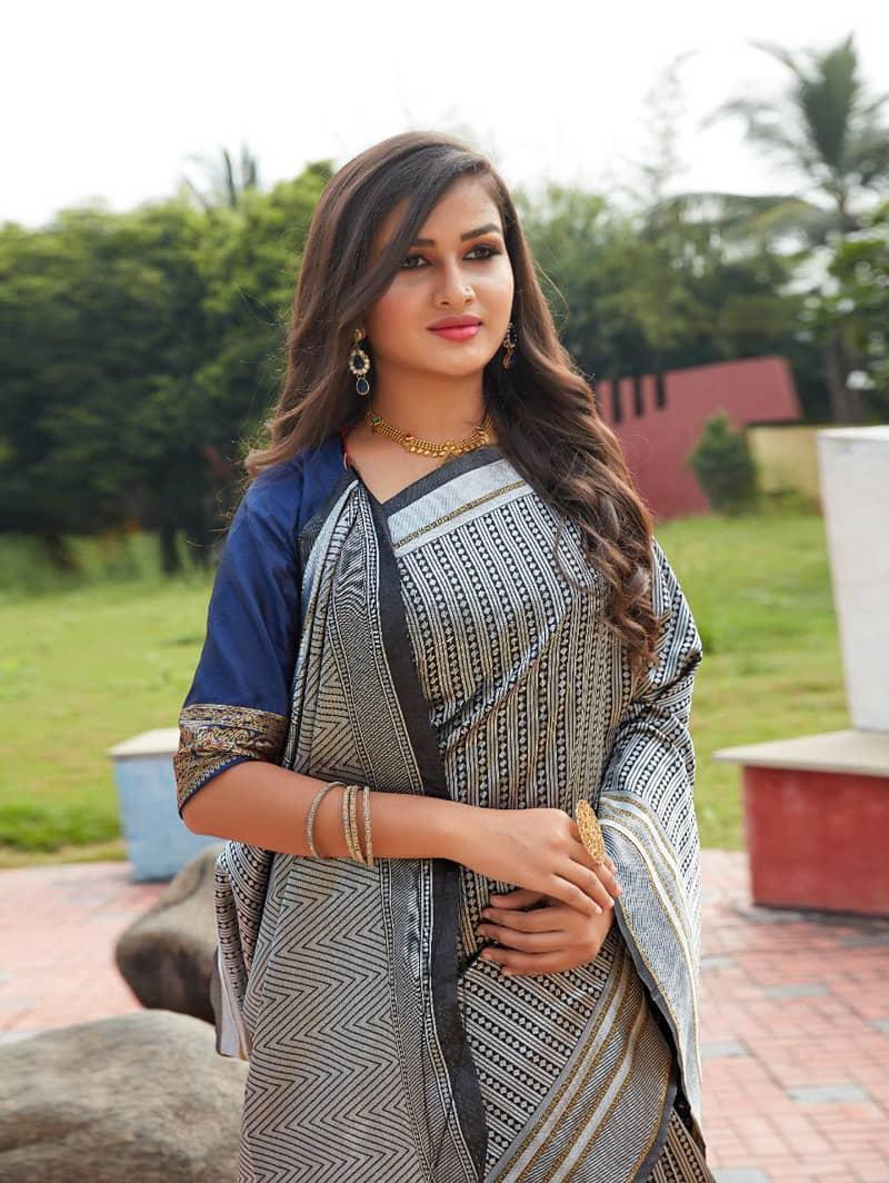 Black Lichi Silk saree shopping dvz0002191