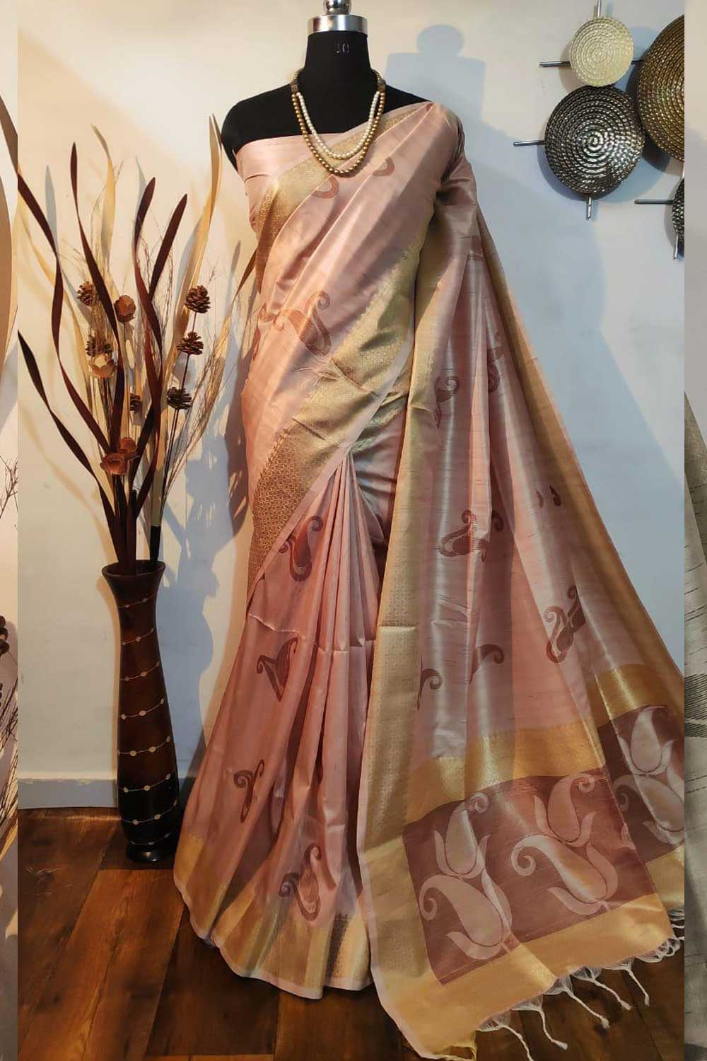 Cream Soft mulberry silk weaving saree with exclusive zari woven butta and pallu with matching blouse piece dvz0001010