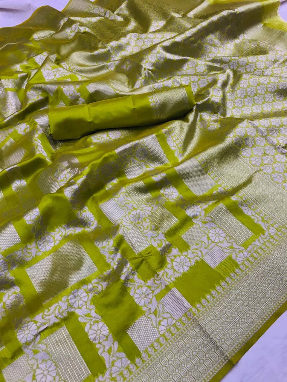 Green Lichi Silk Silver checks woven saree dvz0002185