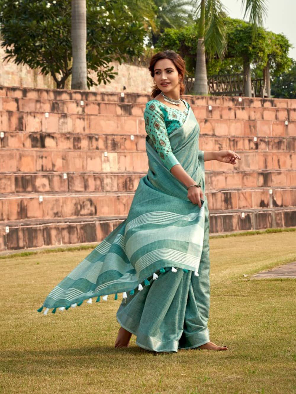 Green Linen Winter Special Saree With Blouse Piece dvz0001443 - Branded sarees online shopping-2