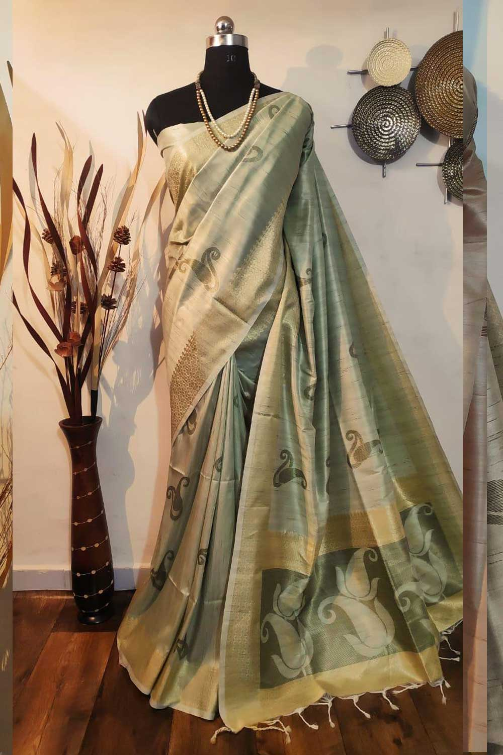 Green Soft mulberry silk weaving saree with exclusive zari woven butta and pallu with matching blouse piece dvz0001012