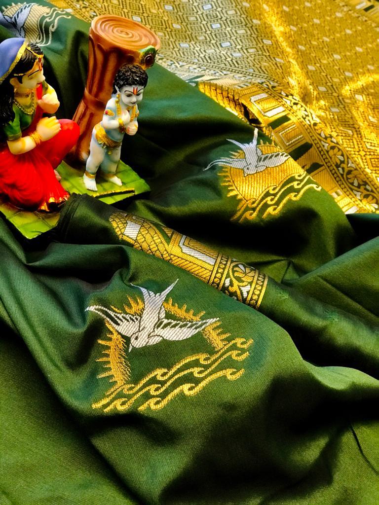 Green lichi silk saree with blouse piece dvz0002046