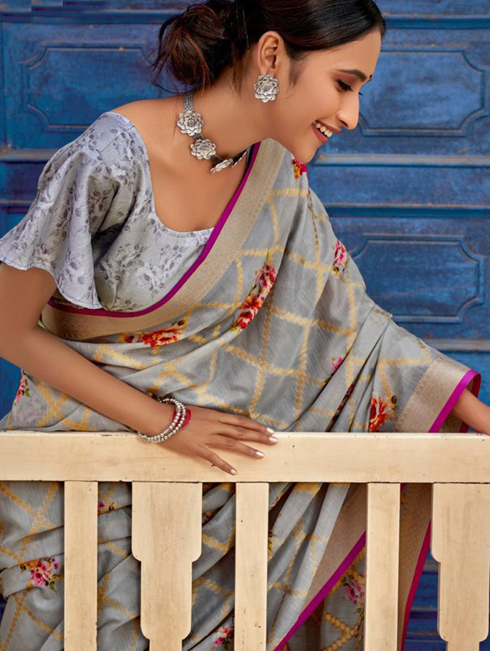 Grey Digital Printed Muslin silk saree dvz0001428