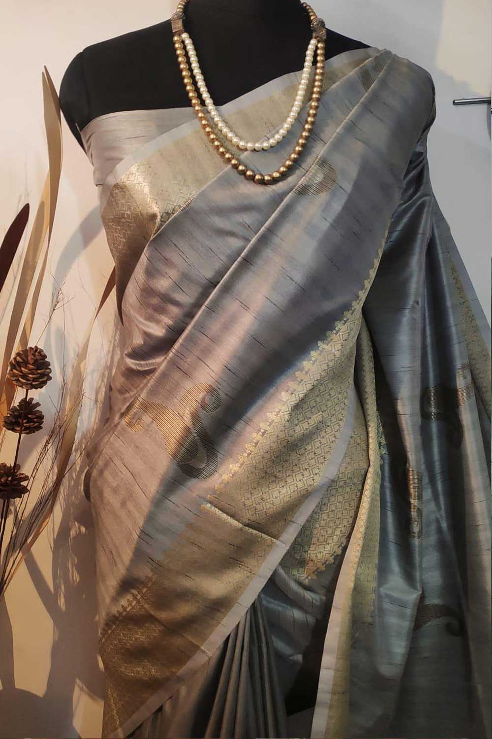 Grey Soft mulberry silk weaving saree with exclusive zari woven butta and pallu with matching blouse piece dvz0001013-2