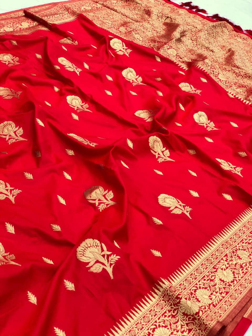 Red soft silk valentine day Special saree dvz0001768