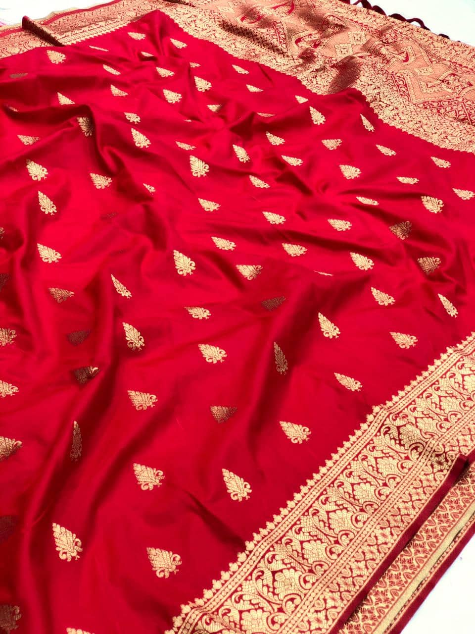 Red soft silk valentine day Special saree dvz0001769