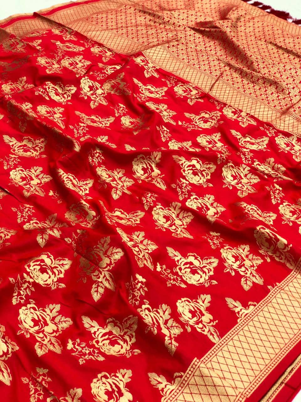 Red soft silk valentine day Special saree dvz0001771