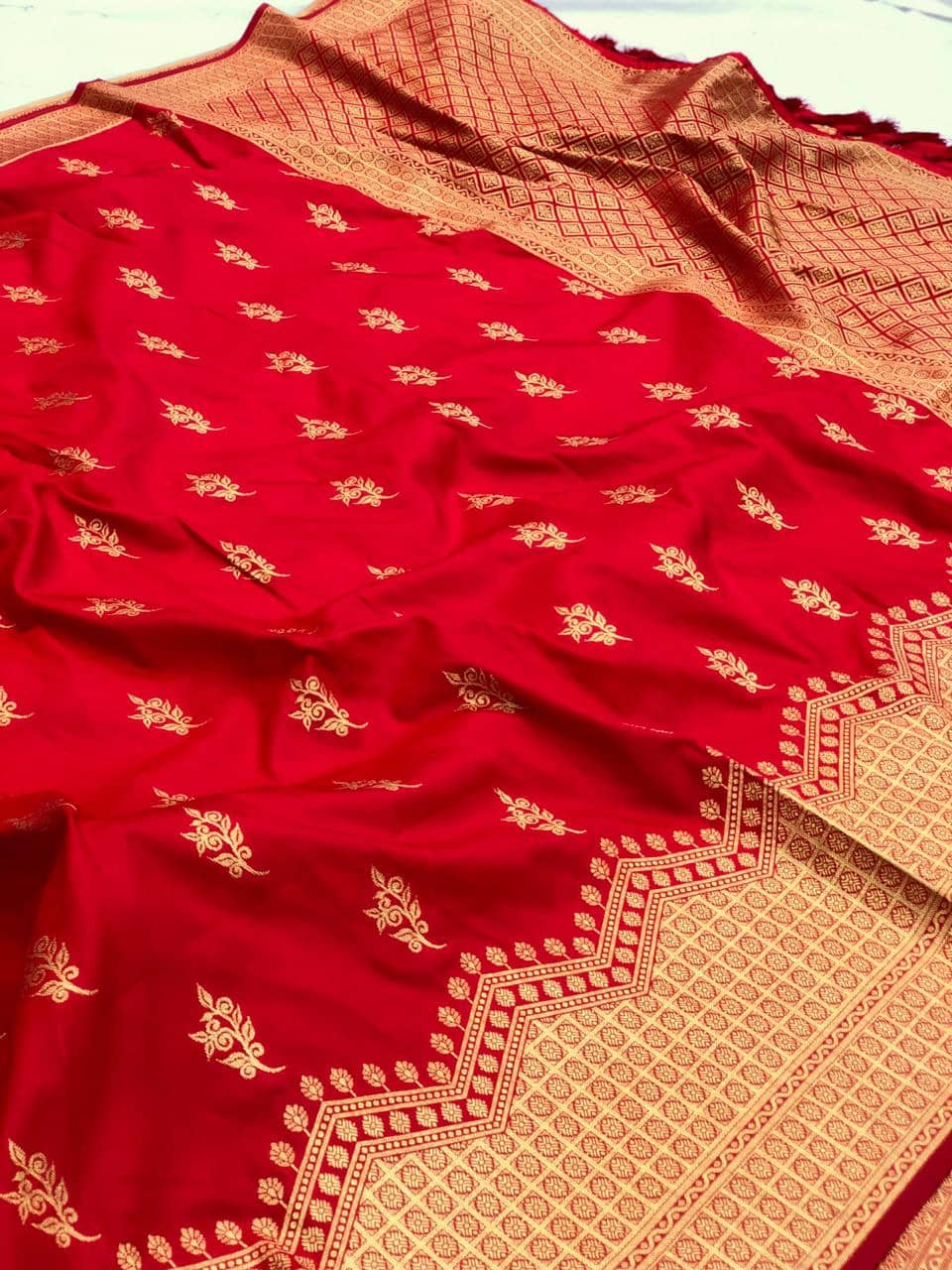 Red soft silk valentine day Special saree dvz0001774