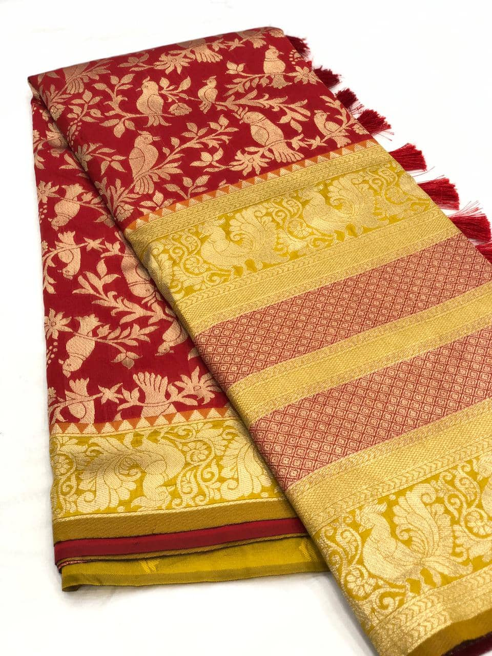 Stunning Kanchipuram Silk Traditional Saree in Maroon dvz0001764