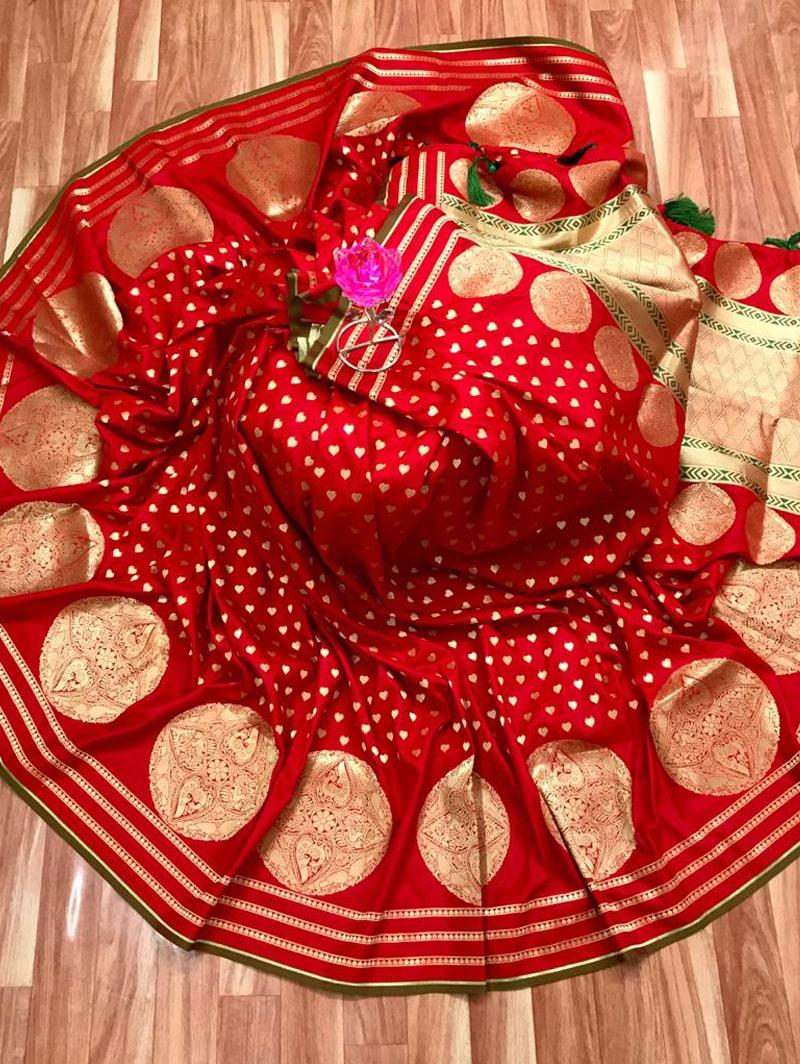 Trendy Banarasi Soft Silk Saree in Red dvz0002500