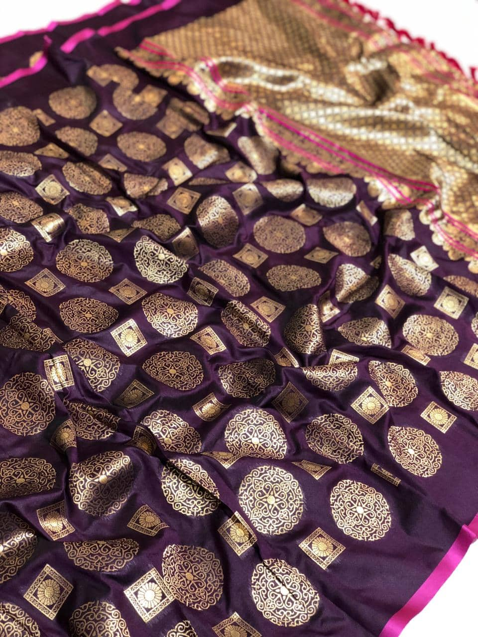 Womens Designer Banarasi silk saree with Blouse (wine) dvz0001632