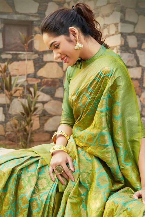 Women's Green Coloured Soft silk saree online dvz0001033