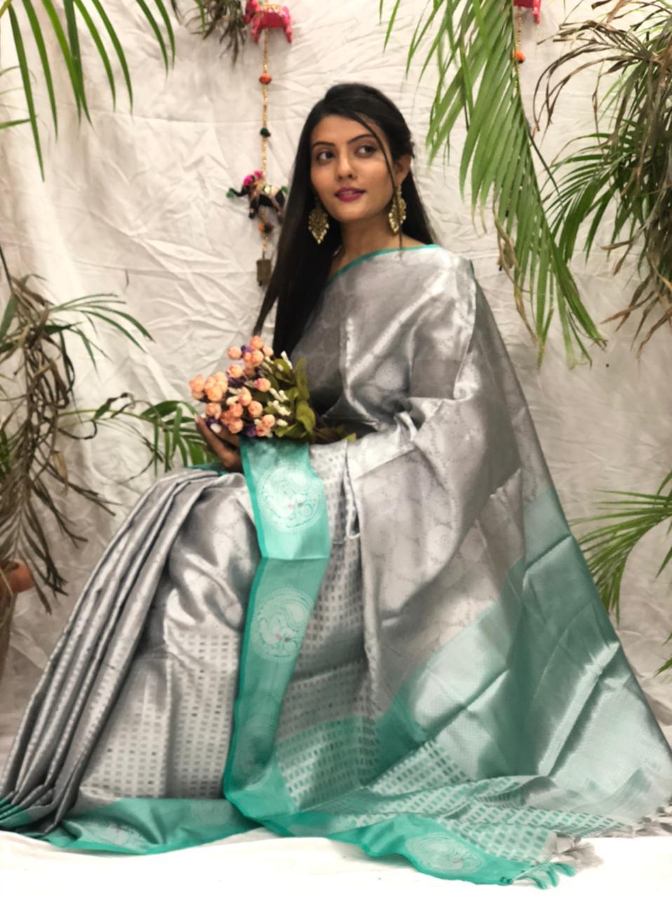 Women's Stylish Kora muslin silk saree online dvz0002173