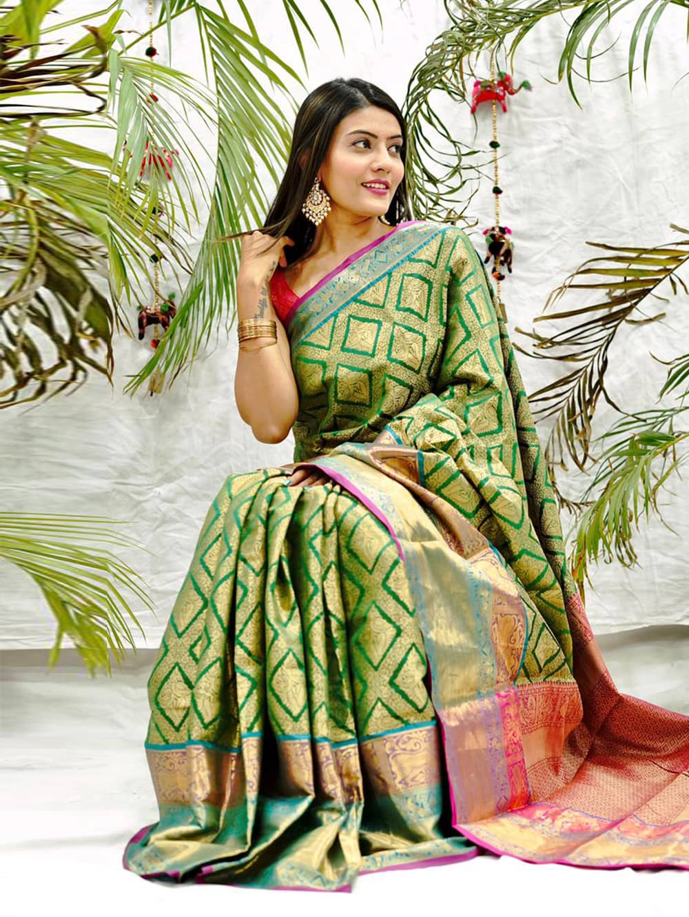 green kanjivaram soft silk sarees in india dvz0002086