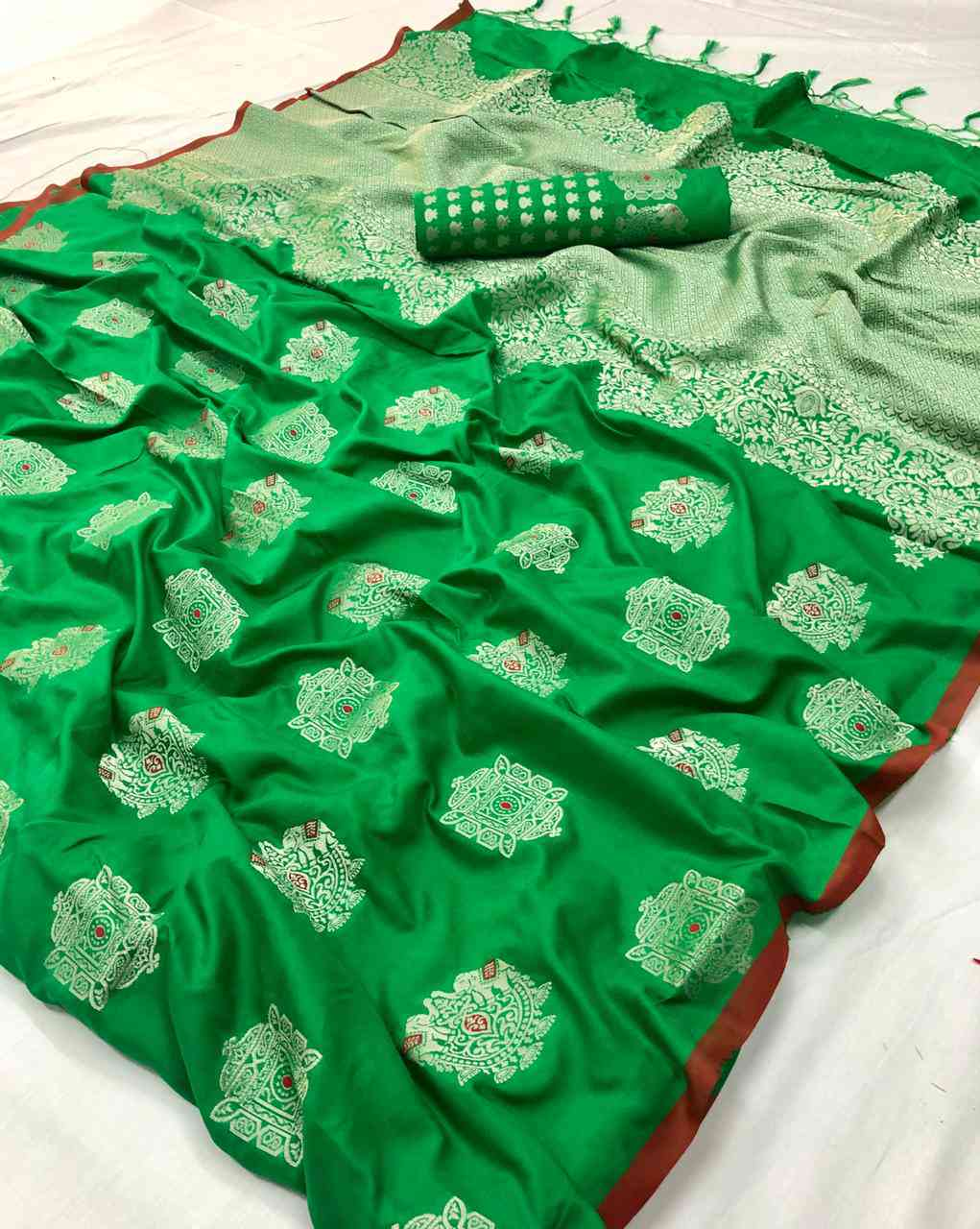 Green Soft silk saree - soft silk sarees online shopping - dvz000005