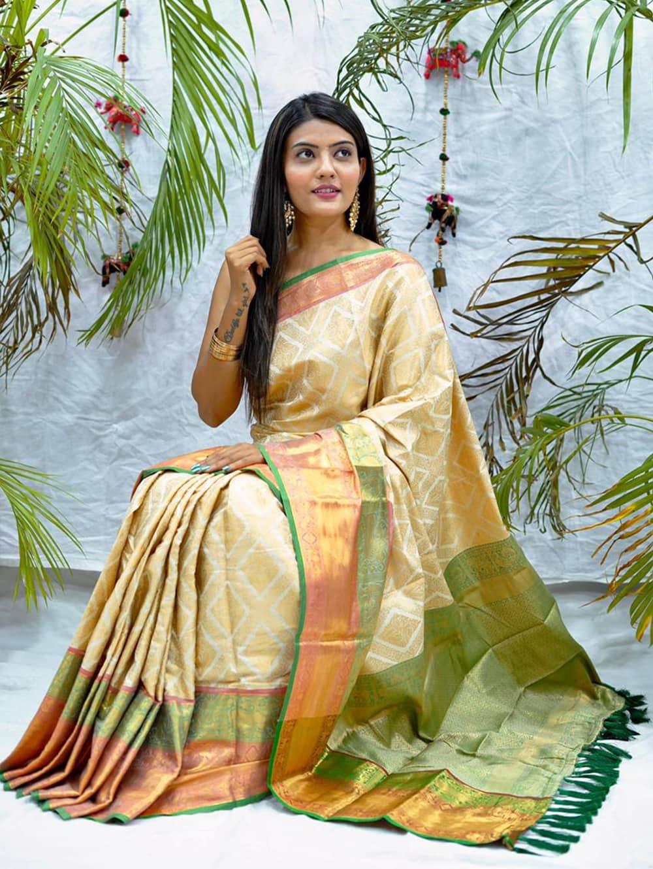 white kanjivaram soft silk sarees in india dvz0002088